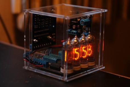 Netradiční elektronkové hodiny