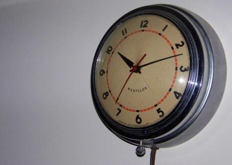 Retro nástěnné hodiny